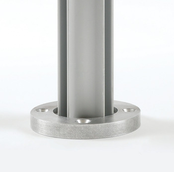 Quad pole with mounting plate