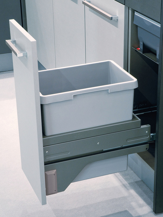 Waste Bin Pull Out Hailo Euro Cargo 30 S In The H 228 Fele